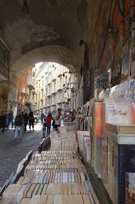 libraires de rue naples